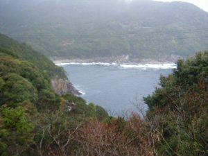 20090322-091甫母町 楯ガ崎案内板より 熊野灘に面する海岸 須野方面