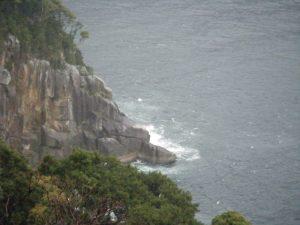 20090322-092甫母町 楯ガ崎案内板より 熊野灘に面する海岸 須野方面