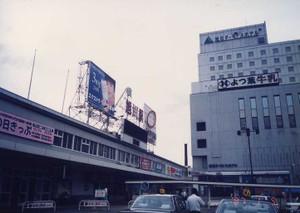 198701040600